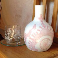 Kit de moringa completo, com moringa + copo + prato. É a moringa clássica que todo mundo deveria ter à mão na hora de ir pra cama ou quando a sede aparece no meio da madrugada. Excelente opção para presente.