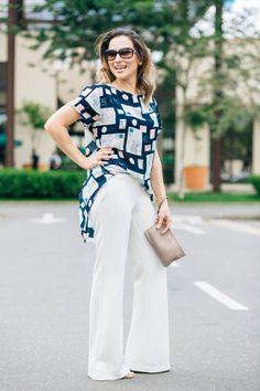 Calça branca flare, blusa estampada. #instagramgw10_30 #blusaestampada #calçabranca #clutch #azulmarinho #branco #offwhite #nude #rose #michaelkors #lookverao #lookfresh #lookdia #consultoriadeimagem #lookfemino #tendencias #trend #lookstendência #fashion #estilo #sytle #consultoriadeimagem #consultoriadeestilo #moda