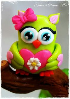 Absolutely.....so, so cute!!! Fondant Animals, Clay Animals, Owl Food, Owl Cake Toppers, Owl Cake Birthday, Polymer Project, Owl Cakes, Clay Cats, How To Make Clay
