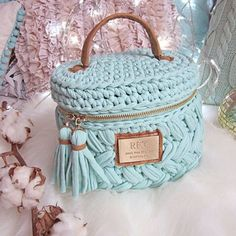 WEBSTA @ trapillo_yarn - @natalya.kuzikova This is a beautiful little box/purse. Something like this would be a great high end product.