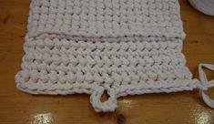 cartera trapillo (13) Crochet Phone Cases, Diagram Chart, Travel Design, Blogger Themes, Cute Bags, Merino Wool Blanket, Purses, Knitting, Tattoos