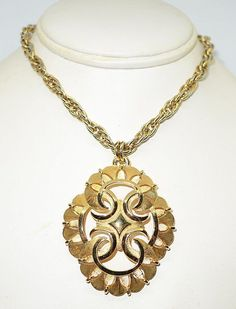 Vintage Trifari Gold Tone 1970s Chunky Necklace #Trifari