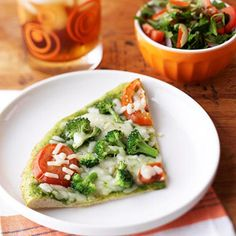 Heat an Amy's Organic Single Serve Pesto Pizza according to instructions. Serve with a salad made with 1 cup mixed greens, of a sliced c. Healthy Dinner Recipes, Healthy Snacks, Snack Recipes, Healthy Eating, Delicious Meals, Easy Recipes, Salad Recipes, Healthy Pregnancy Food, Pregnancy Meals