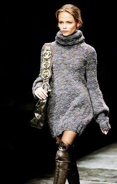 sweaterdress- Natasha Poly [im more into the accessories than the sweater] Natasha Poly, Looks Style, My Style, Urban Fashion, Womens Fashion, Fashion Tag, Dress Fashion, Fashion Clothes, Winter Stil