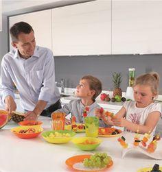 Полезный и приятный досуг ребенка в стенах дома - рисование, конструирование, аппликация, лепка, подвижные игры и другие забавы.