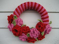 Ravelry: Love you forever wreath pattern by Alessandra Hayden