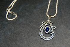 Kyaniet hanger sterling zilver geoxideerd van Draadjuwelen op Etsy