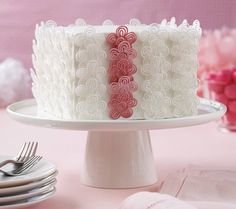 Learn to pipe royal icing appliques and additional decorative borders on your cakes in Course 2. Sign up at @joannstores