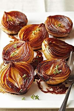 As these onion halves cook the balsamic mixture becomes syrupy and caramelizes the onions giving them a bronzed caramel color and a luscious rich flavor. The post Caramelized Balsamic Onions appeared first on Tasty Recipes. Side Dish Recipes, Vegetable Recipes, Vegetarian Recipes, Dinner Recipes, Healthy Recipes, Onion Side Dish Recipe, Cheap Recipes, Healthy Breakfasts, Gourmet Recipes