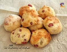 Biscuits with ham - Biscotti salati con prosciutto Antipasto, Finger Food Appetizers, Appetizer Recipes, Amouse Bouche, Gourmet Recipes, Cooking Recipes, Tapas, Food Preparation, Street Food