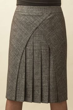 Patternmaking - interesting style lines - skirt pattern Clothing Patterns, Dress Patterns, Jw Moda, Skirt Outfits, Dress Skirt, Pleated Skirt, Fashion Details, Fashion Design, African Dress