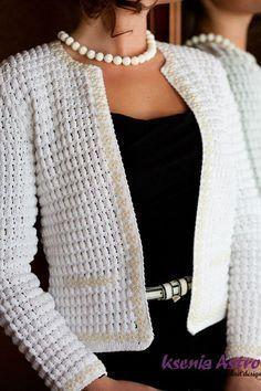 Favolosa giacca bianca stile Chanel, con puntonocciolina all'uncinetto.