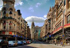 Tutti i quartieri di Madrid - Dove andare per divertirsi la notte o per fare shopping. Il centro delle città e le zone da non perdere con i consigli su cosa visitare. http://www.marcopolo.tv/spagna/madrid-quartieri