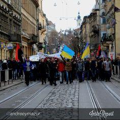 "euromaidan_ua  2013-11-29 07:27:03  via Instagram by @andreeymazur ""#Євромайдан #EuroMaidan #Lviv #Ukraine"" via @InstaReposts"