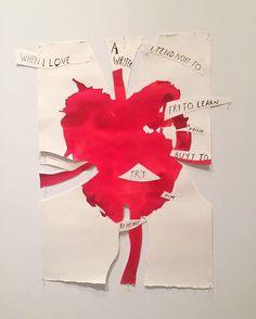 """Vogue acaba de passar pela prévia da exposição """"Raymond Pettibon: A Pen of All Work"""" que abre ao público amanhã no New Museum em Nova York. Por mais de 30 anos o artista tem registrado a história a mitologia e a cultura americanas com seus desenhos. Pettibon ficou conhecido nos anos 80 em Los Angeles ao criar as capas de vários discos de rock sendo """"Goo"""" do Sonic Youth uma das mais memoráveis. Ao todo a retrospectiva reúne mais de 900 trabalhos. Vale conferir! (Via @giselagueiros) #cultura…"""