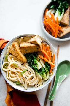 Essen Nudeln Get your slurp on with this fragrant bowl of ginger miso udon noodles, packed with umami flavor. The noodles are served with pan-fried five-spice tofu. Tofu Noodles, Udon Noodle Soup, Miso Soup, Soup Recipes, Cooking Recipes, High Protein Vegetarian Recipes, Vegetarian Meals, Vegan Soups, Noodles