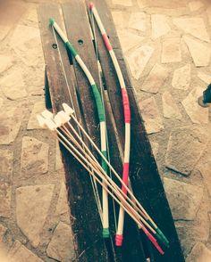 Arco e frecce per i pericolosissimi indiani Cesarino e Albertino! :-) #tubi#pvc #polistirolo #filo #nastro#elettricista #stecche#abete