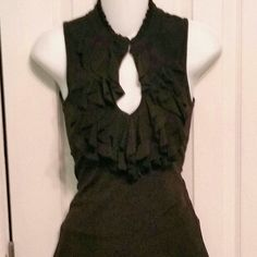 Keyhole ruffled front dress top. Small. Gorgeous Keyhole ruffled front top!  Goes with absolutely everything you own! Dress it up with skirts or down with jeans and heels! Perfect warbrobe basic essential! Small. 6 Degrees of Seperation. Like new! 6 Degrees of Seperation  Tops Blouses