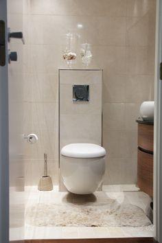 Des wc inspirant la pureté grâce à des teintes très claires