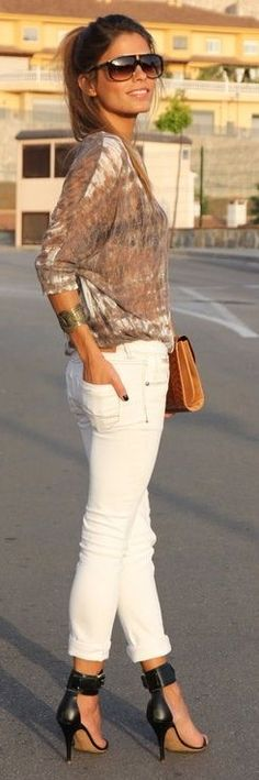 Street style | White skinnies, patterned sheer top and heels
