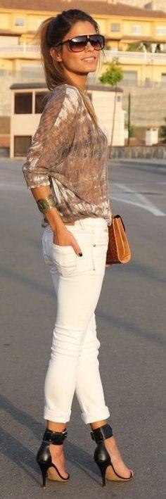 Street style | White skinnies, patterned sheer top and heels