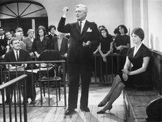 Sophia Loren, Vittorio De Sica and Clark Gable in a courtroom in a scene from the movie 'The bay of Naples'. 1960. Mondadori Portfolio