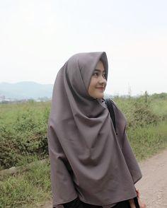 Versions Share ©by: █║ Rhèñdý Hösttâ ║█ Thank you for vis Casual Hijab Outfit, Ootd Hijab, Hijab Chic, Kebaya Muslim, Muslim Hijab, Hijabi Girl, Girl Hijab, Muslim Girls, Muslim Women