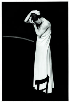 Guy Delahaye : « Pina Bausch est un mythe Pina Bausch, Dancer Photography, Louise Brooks, Dance Poses, Stage Set, Modern Dance, Photo Reference, Ballet, Portrait Art