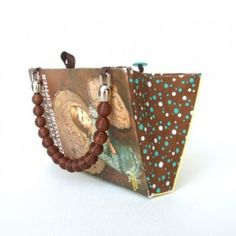 book-purse-2-300x300( links to tutorials. cute gift idea. turn friends and relatives favorite book into xmas gifts)