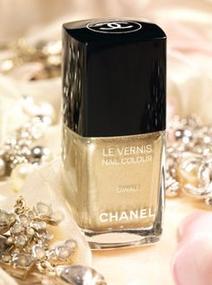 Chanel's limited edition Diwali nail color 2012