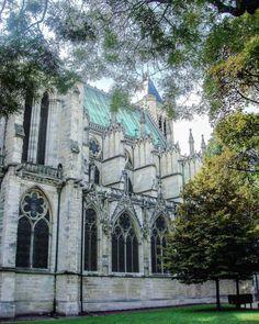Saint - Denis