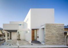道後のコートハウス: 株式会社細川建築デザインが手掛けたモダン家です。
