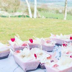 emiliemoon.com bougies sensorielles fleuries,cristaux,décoration. Artisanal, Decoration, Container, Decorating Candles, Crystals, Weddings, Flowers, Decor, Deko