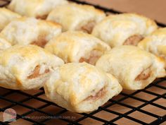 Homemade Sausage Rolls are perfect for so many occasions! From picnics to beach days and birthday parties.maybe we should say they are perfect for ALL occasions! Our sausage roll recipe is super easy and incredibly … Yummy Appetizers, Appetizer Recipes, Snack Recipes, Cooking Recipes, Snacks, Yummy Recipes, Savoury Recipes, Homemade Sausage Rolls, Toddler Finger Foods