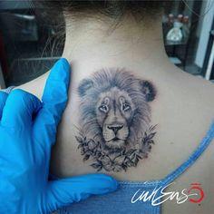 LION 🦁 Ila Ink #lion, #lion tattoo, #leone, #leone tattoo, #tiny tattoo, #mini tattoo, #micro tattoo, #flowers #fine Line tattoo, #fine line, #ink #wild, #female tattoo #ilainktattoo #inkensotattoo #inkensotattoostudio