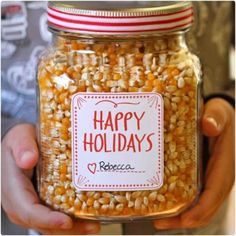 cinnamon & sugar popcorn Gave it out as holiday presents Diy Gifts In A Jar, Easy Diy Gifts, Jar Gifts, Food Gifts, Homemade Gifts, Gift Jars, Cheap Gifts, Candy Gifts, Homemade Food