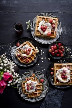 Recipe for Poppyseed Waffles with Wholegrain Spelt Flour, Maple Syrup, Joghurt and Thyme-Grape-Ragout. Foodblog trickytine.  #waffles #poppyseed #trickytine #cleaneating #recipe #foodstyling #foodphotography #healthyfood