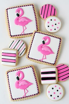 Pink, tropical with a nod to retro, seriously what's not to love about flamingos? Flamingos, flamingos, flamingo desserts everywhere! These fabulous flamingo treats are perfect and ready for summer! Here's 11 fabulous flamingo desserts to love! Cookies Cupcake, Fancy Cookies, Iced Cookies, Cute Cookies, Royal Icing Cookies, Pink Flamingo Party, Flamingo Cake, Flamingo Birthday, Pink Flamingos