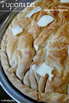 tyropita me simigdalokrema Cheese Pies, Greek Recipes, Food And Drink, Appetizers, Yummy Food, Cooking, Breakfast, Desserts, Pizza