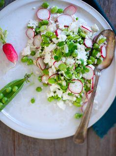 Sommersalat med blomkål og radiser