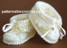 Free baby crochet pattern baby booties • choose whether you want the pattern in US or UK format
