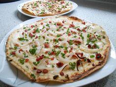 Flammkuchen mit Tortilla-Wrap - we - Sandwiches Gourmet Sandwiches, Healthy Sandwiches, Sandwiches For Lunch, Sandwich Vegan, Grilled Sandwich, Sandwich Recipes, Pizza Tortilla, Sandwiches Gourmets, Pizza Wraps