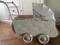 Antieke kinderwagen poppenwagen