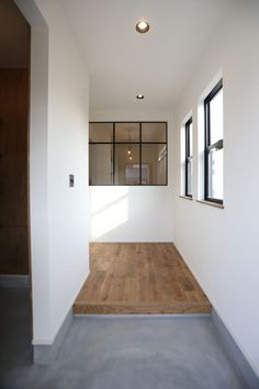 Room Interior, Home Interior Design, Interior Architecture, Interior Decorating, Foyer Design, House Design, Modern Japanese Interior, Minimalist Home Decor, House Entrance
