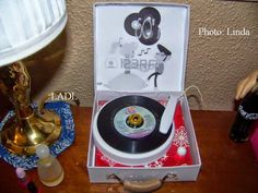 Living A Doll's Life : How to Make a 1950s Record Player