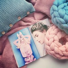 Cozy cushions and #chunky #knit scarves in trendy #rosequartz and #serenity colors!