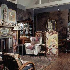 Mood of the day : Bloomsbury House in Charleston #home #sweethome #maison #room #livingroom #salon #inspi #inspideco #inspiration #deco #decor #decoration #interior #interieur #design #bloomsbury #house #charleston #virginiawoolf #england #greatbritain #uk #travel #mondaymotivation #motd #art #books #vintage