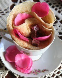 Eierlose pannekoek vir Tannie Poppie in 'n rooskoppie. Pannekoek Recipe, Oreo, Poppies, Pancakes, Recipies, Pudding, Cooking Recipes, Treats, Dining