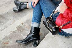 Multibag as a crossbodybag #MERIKHbags #Multibag Medium MERIKH.com 📷 @whykats #bag#designerbags#fashionbag#instabag#multifunctional#functional#versatile#womensfashion#fashion#accessories#leathergoods#autumn#musthave#ootd#fallfashion#fashionable#minibag#handbag#scandinaviandesign#style#lifestyle#lifestylebrand#streetstyle#blogger#fashionblogger