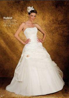 SASHA NOVIA HUBLOT http://www.wunsch-brautkleid.de/Hochzeitskleid-SASHA-NOVIA-Elfenbein-groesse-38-Neuware-fuer-500euro-3785.html